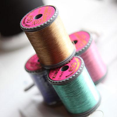 Металлизированная нить в машинной вышивке