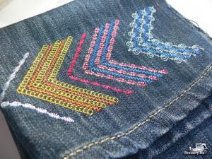Сумка-рюкзак из старых джинсов, украшенная машинной вышивкой