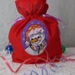 Новогодние мешочки для подарков с машинной вышивкой