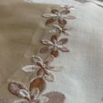 Соединяем две ткани машинной вышивкой