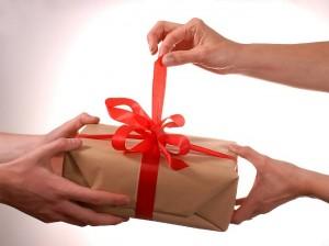 Корпоративные вышитые подарки на 8 марта