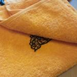 Просушиваем кружево на махровом полотенце