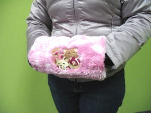 Меховая муфта с вышивкой для рук