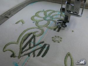 Как вышивать по боковому шву брюк