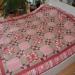 Шьем яркое лоскутное одеяло с фигурной стежкой