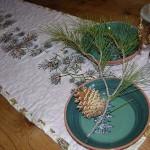 Узкая скатерть декорированная вышивкой