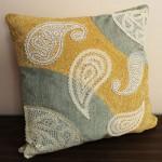 Лоскутная подушка с кружевами пейсли