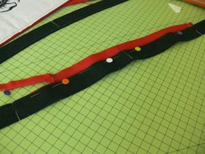 Сумка из фетра украшенная машинной вышивкой: Вшивание молнии