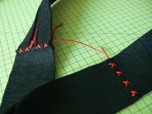 Сумка из фетра украшенная машинной вышивкой: Декорирование шнуром