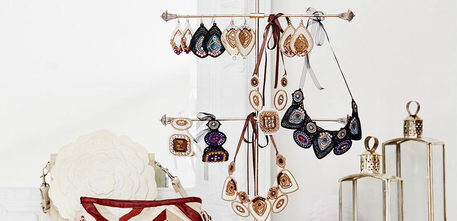 кружевное ожерелье со стразами