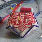 Машинная вышивка крестом Бискорню