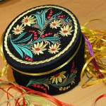 Машинная вышивка Шкатулка из картонной коробки