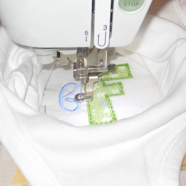 Машинная вышивка: Аппликация в пяльцах 10х10 см