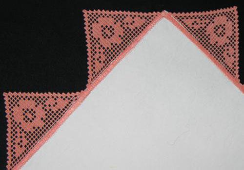 Филейное кружево и вышивка крестом на салфетке