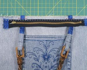 Из ненужных джинс в новую сумку с вышивкой: Вшивание молнии