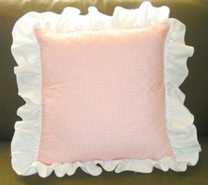 Машинная вышивка: Розы крестом на декоративной подушке