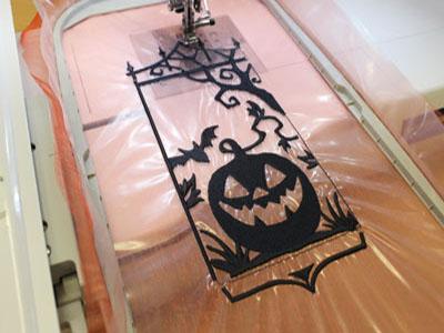 Фонарик с машинной вышивкой к Хэллоуину: Вышивка