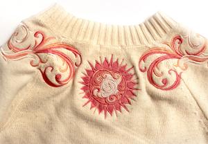 Вышивка на трикотаже: Переделка свитера