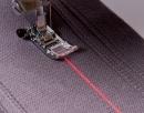 Швейно-вышивальная Brother Innov-is XV: Лазерная направляющая для шитья