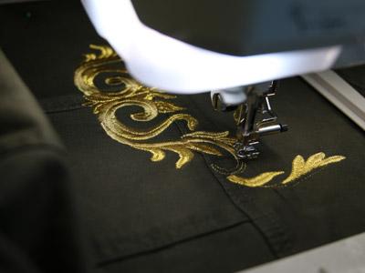 Вышивка на джинсовом жакете