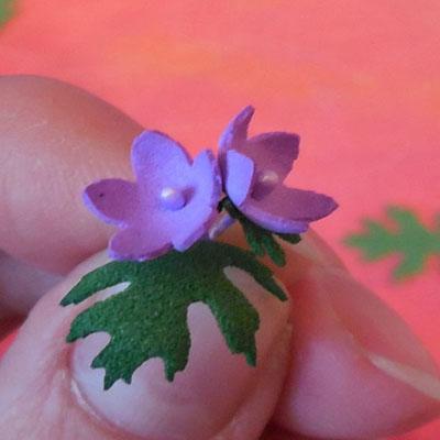 Делаем маленькие цветы из фоамирана