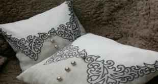 Подушка в технике ришелье